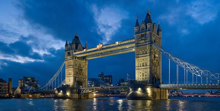 Tower_bridge_London_Twilight_-_November_2006-700px